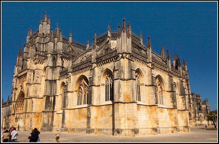 Chiêm ngưỡng kiến trúc tuyệt đẹp của tu viện Batalha