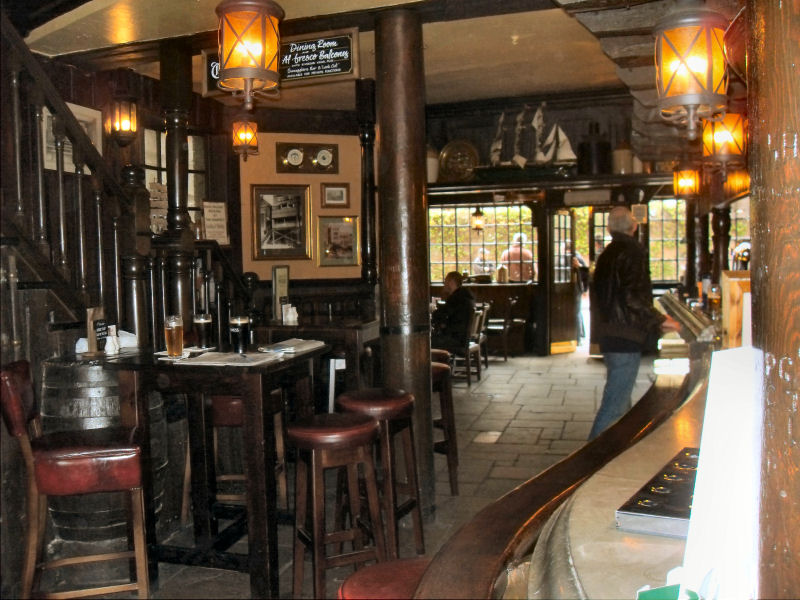 Những quán rượu truyền thống ở London