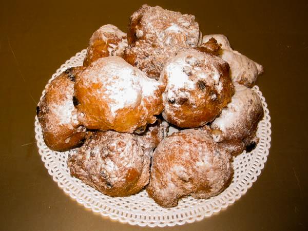 Thưởng thức bánh Oliebollen truyền thống của Hà Lan