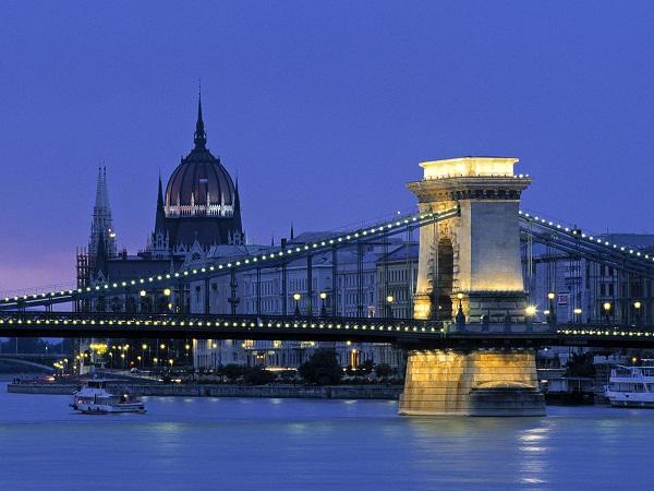 Đặt vé máy bay đi Hungary ở đâu