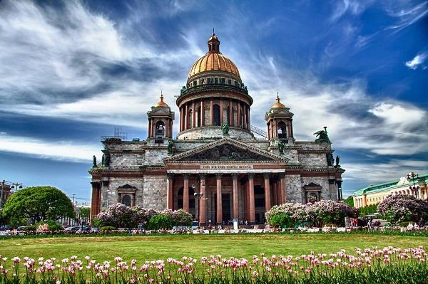 Ghé thăm nhà thờ Thánh Issac lộng lẫy