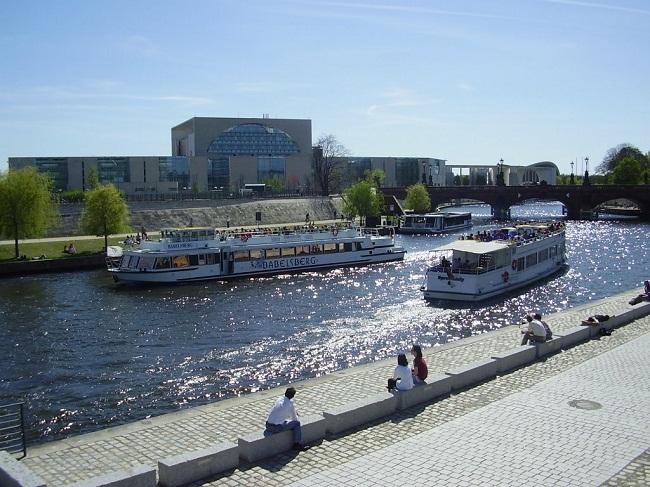 Vẻ đẹp của Berlin trên sông Spree
