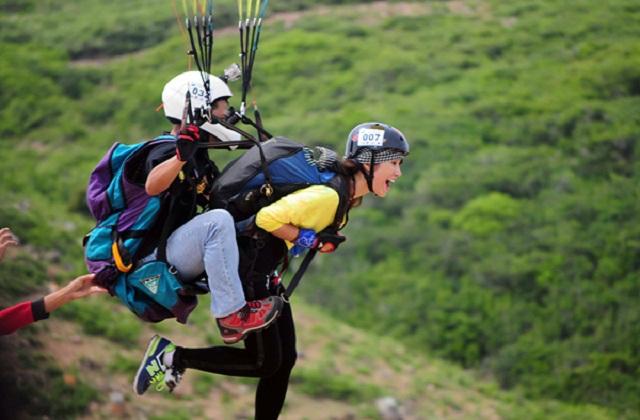 Nhảy dù đôi từ máy bay tại Algarve