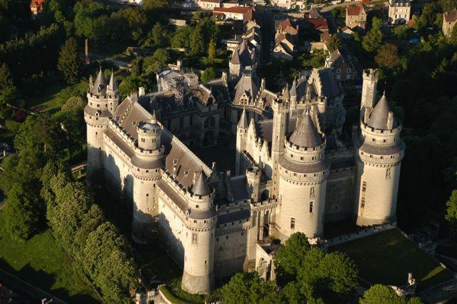 Lâu đài Chateau de Pierrefonds