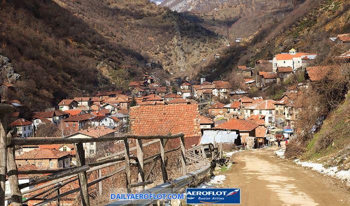 Những ngôi nhà dưới chân núi Pirin