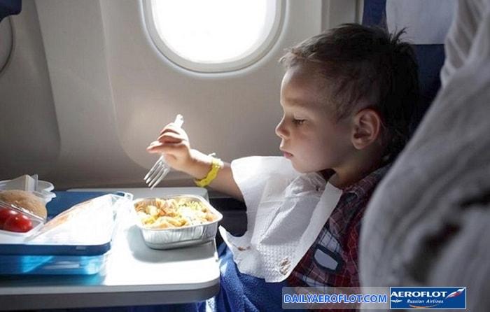 Bữa ăn cho trẻ trên chuyến bay Aeroflot