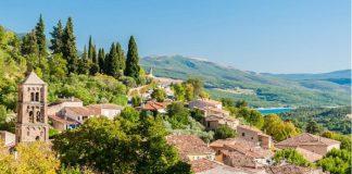 Những ngôi làng nổi tiếng ở Pháp